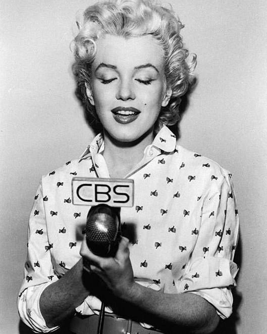 Marilyn sings, 1954