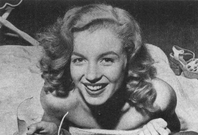 Marilyn Monroe models for Bob Landry, 1947