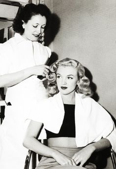Helen Hunt gives Marilyn the Hayworth treatment at Columbia, 1948