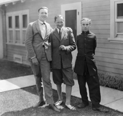 Jean de Limur (centre) with Charlie Chaplin (right), 1923
